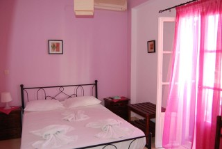 aegeon pension pink bedroom